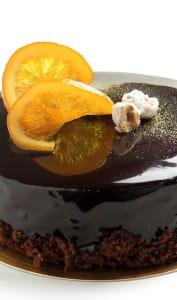 Gâteau au chocolat et son glaçage chocolat brillant