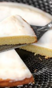 Gâteau nantais et son glaçage au rhum blanc