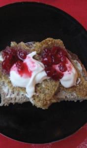 Gammelost crême fraiche et  confiture de Cranberries