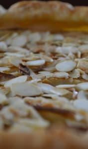 Tarte aux pommes  et amandes effilées caramélisées