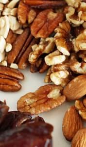 Poignée de noix et amandes