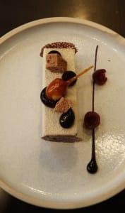 Mini bûche servie au restaurant Six by Nico