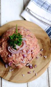 Hachis de viande, oignon et persil