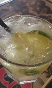 Verre de cocktail au cachaça