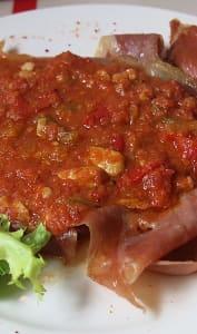 Jambon avec sauce basquaise