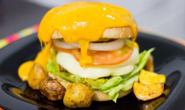 Fromage fondu sur hamburger