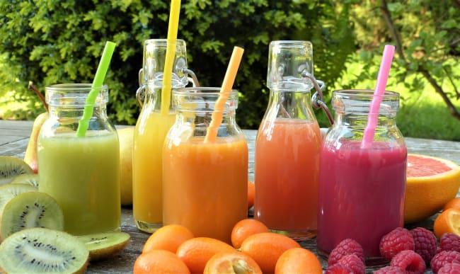 Verres de jus de fruits