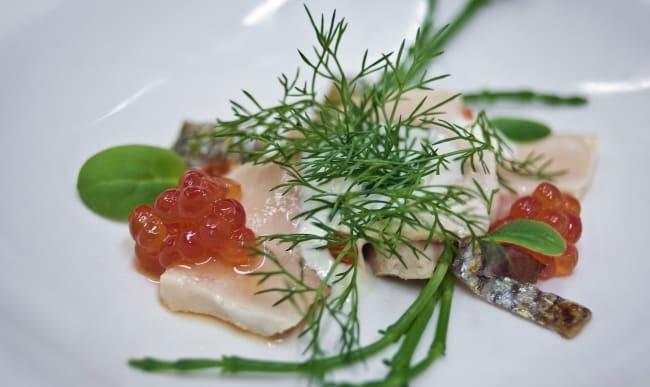 Oeufs de saumon et saumon sauvage