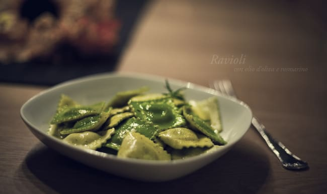 Raviolis, huile d'olive et romarin
