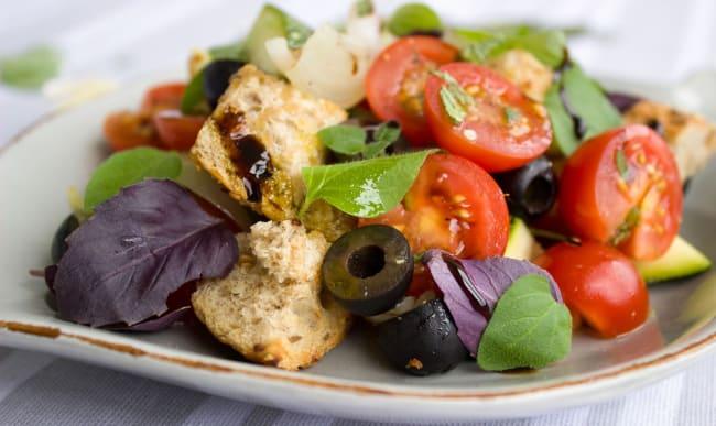 Salade tomates olives basilic