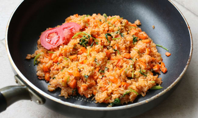 Riz frit à la tomate