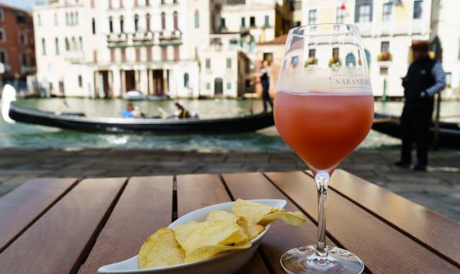 Verre de Bellini à Venise