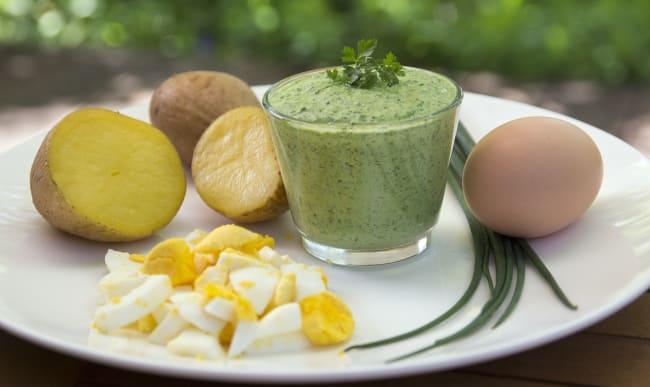 Sauce verte, oeuf et pommes de terre