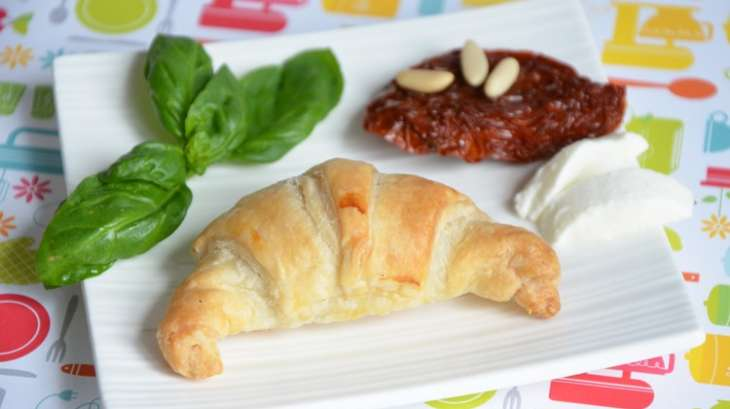 Mini croissants mozzarella tomates s ch es basilic recette par turbigo gourmandises - Cuisiner les tomates sechees ...