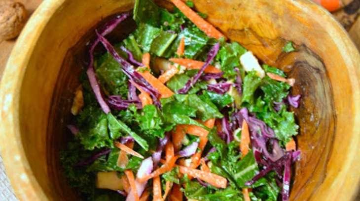salade crue de chou rouge kale carotte pomme et noix recette par rosenoisettes. Black Bedroom Furniture Sets. Home Design Ideas