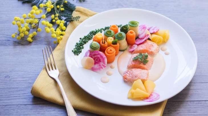 saumon sauce au beurre blanc et jardin de l gumes recette par dollyjessy. Black Bedroom Furniture Sets. Home Design Ideas