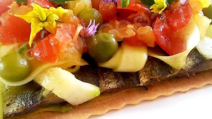 tarte fine aux sardines marin es courgettes crues et sauce vierge au curcuma par lafrancesa. Black Bedroom Furniture Sets. Home Design Ideas