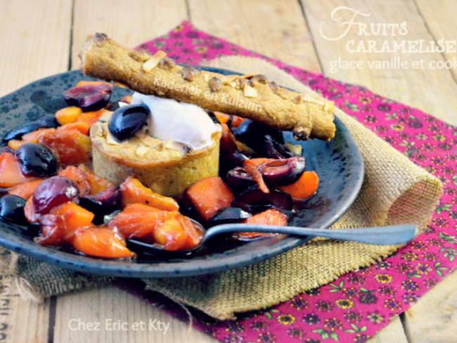 Plancha de fruits caramélisés, glace vanille et cookies pour un dessert en chaud et froid