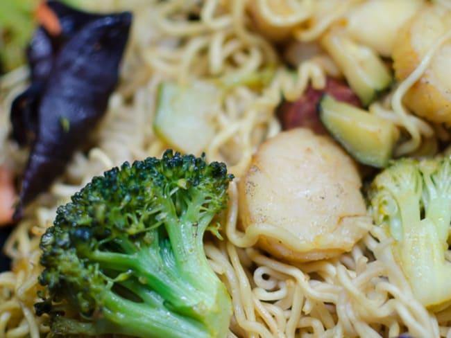 Nouilles chinoises aux légumes et aux st jacques