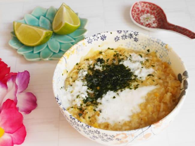 Soupe aux lentilles corail et au lait de coco