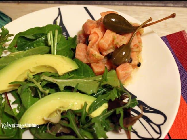 Tartare de saumon aux câpres , citron vert et poivre timut