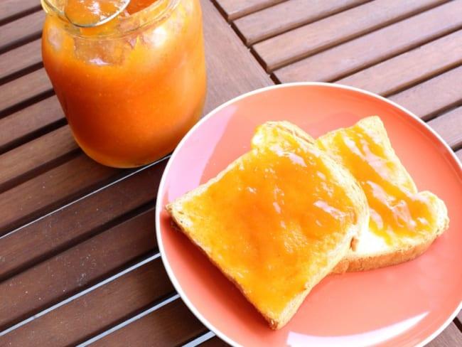 Confiture maison à l'abricot
