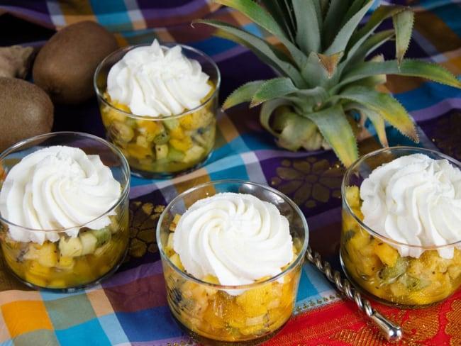 Salade de fruits exotiques, gelée passion et chantilly gingembre