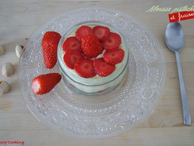 Mousse mascarpone à la pistache et fraises