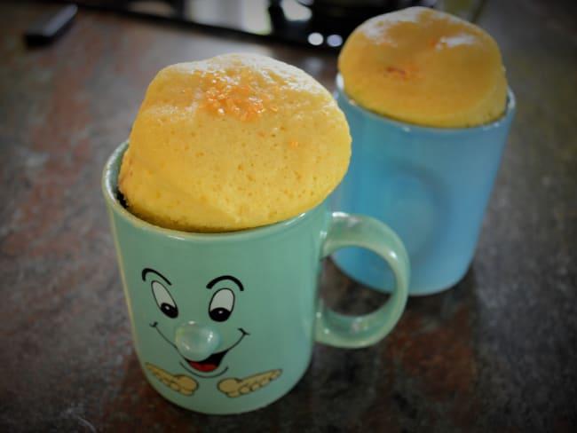 Mugcake à la Noix de Coco et au Cœur Fondant à la Pâte à Tartiner