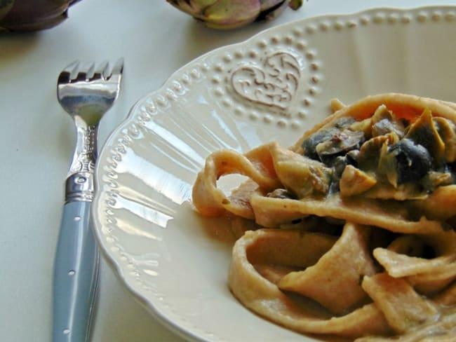 Pâtes à la farine de farro aux artichauts et olives noires