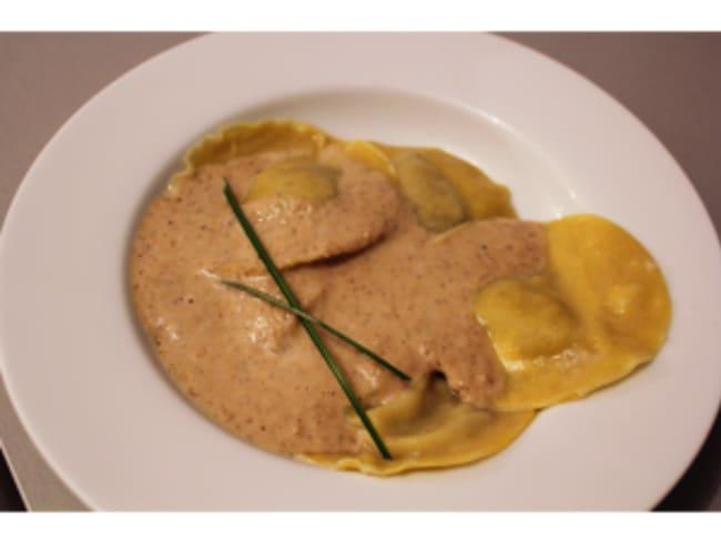 Ravioles confit de canard, foie gras, câpres et sa sauce aux champignons