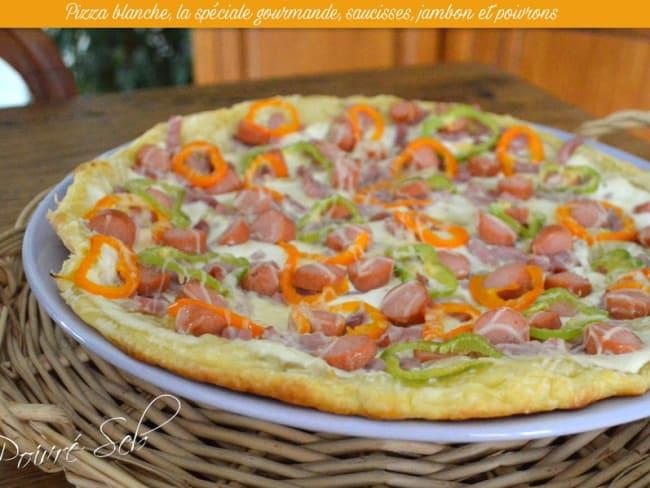 Pizza blanche, la spéciale gourmande, saucisses, jambon et poivrons