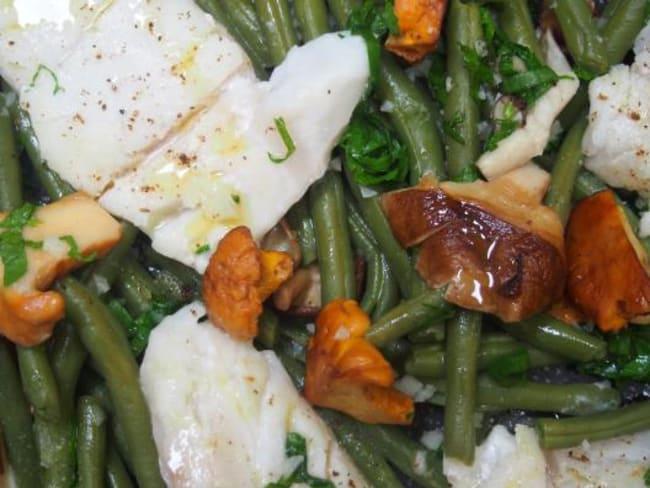 Dos de cabillaud accompagné d'une poêlée de haricots verts, girolles et shiikaté