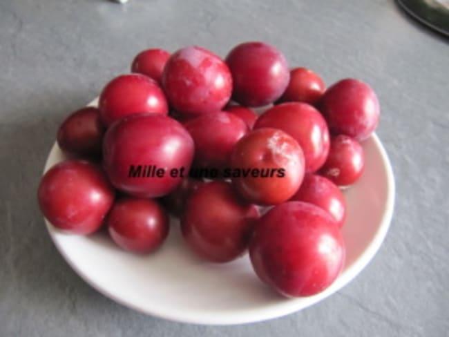 Confiture de petites prunes rouges