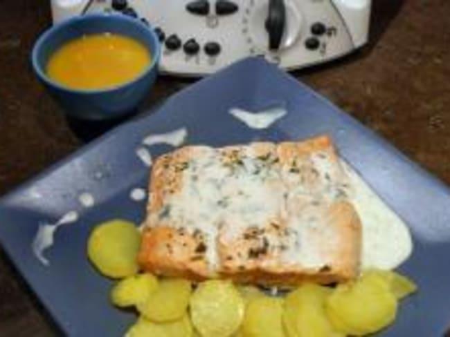 Soupe potiron, pavé de saumon sauce estragon et pomme de terre vapeur