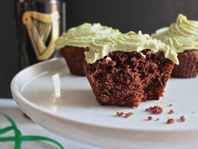 Cupcakes chocolat Guinness et glaçage thé matcha