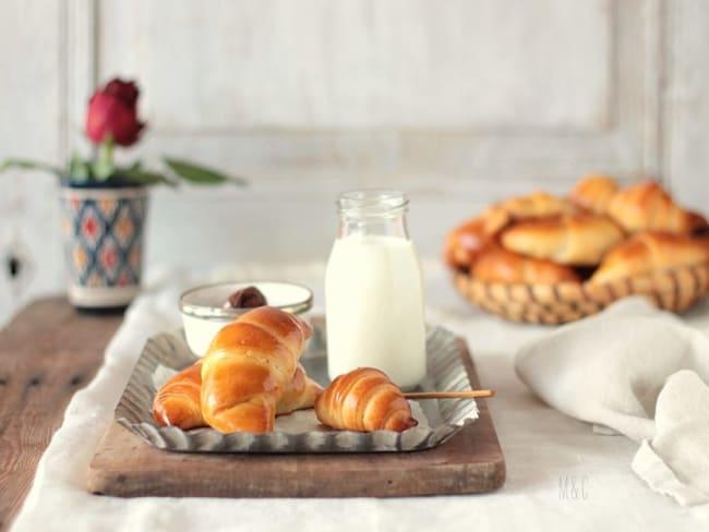 Croissants briochés fourrés à la pâte à tartiner