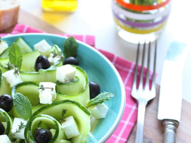 Salade de concombre à la feta, menthe et huile d'olive