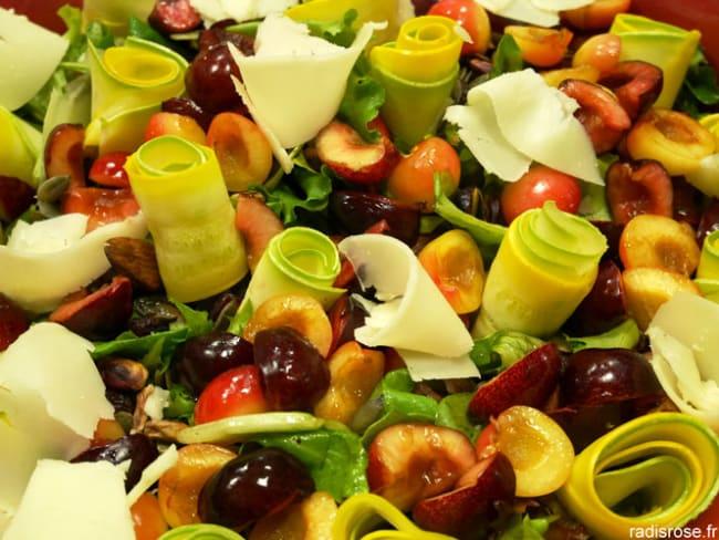 Salade mesclun aux cerises, courgette et brebis