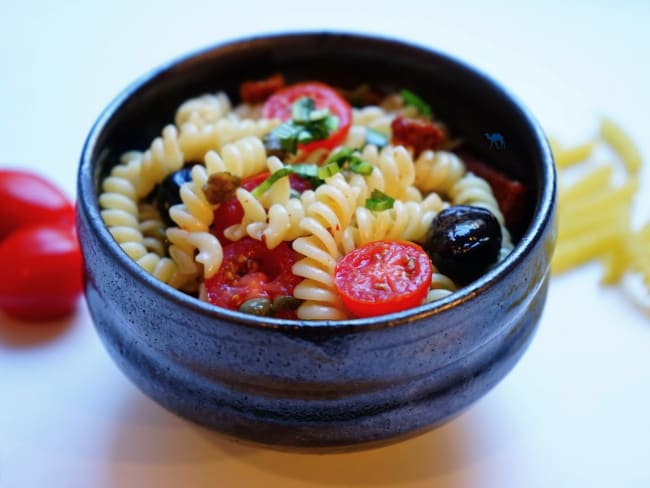 Salade de pâtes aux tomates ngo gai