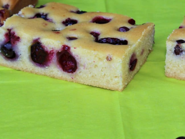 Gâteau moelleux aux Cassis