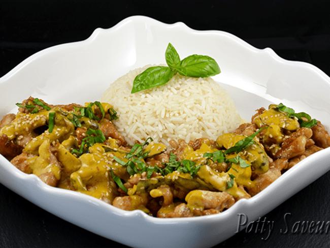 Poulet sauté au curry et lait de coco