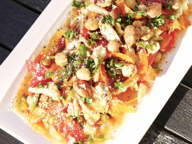 Salade alcaline de tomates poivrons et chou chinois