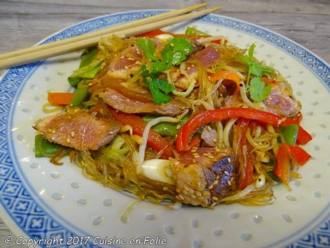 Magret de canard aux légumes sautés et vermicelle de soja