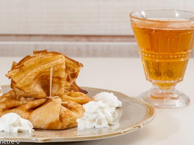 Aumonières de crêpes au cidre fourrées aux pommes