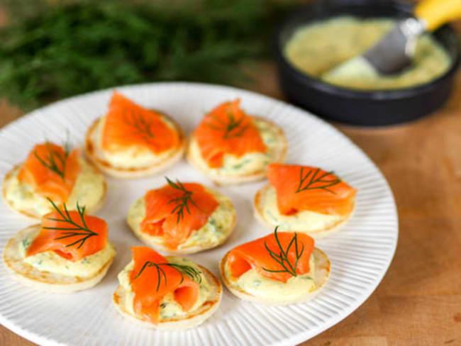 Toasts de saumon fumé, sauce à l'aneth
