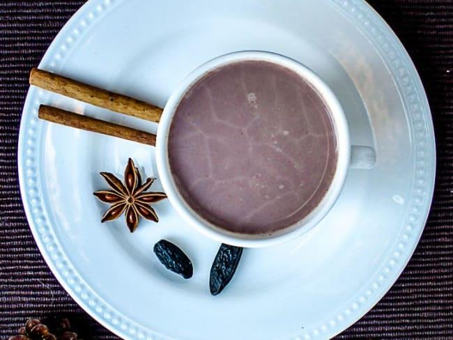 Chocolat chaud de Noël à la fève tonka