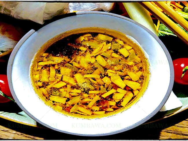 Sauce au vinaigre de framboise et huile d'amande grillée