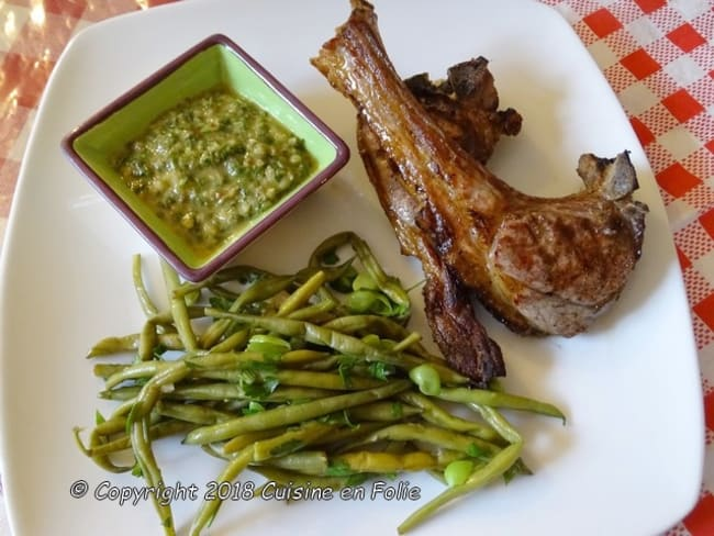 Sauce salsa verde pour côtelettes d'agneau grillées