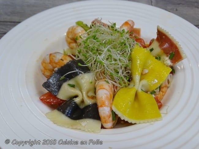 Salade de Farfalle aux crevettes, tomates confites, pignons et feta